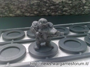 Forgefather Steel Warrior con fucile e lenti ottiche