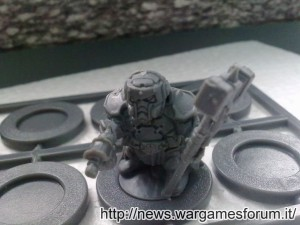 Forgefather Steel Warrior con pistola e martello termico